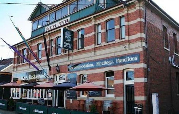 small family run heritage hotel - Deloraine - Bed & Breakfast