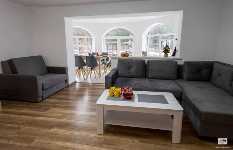 Nowoczesny,  jasny apartament z przestronnym salonem kuchennym i jadalnią