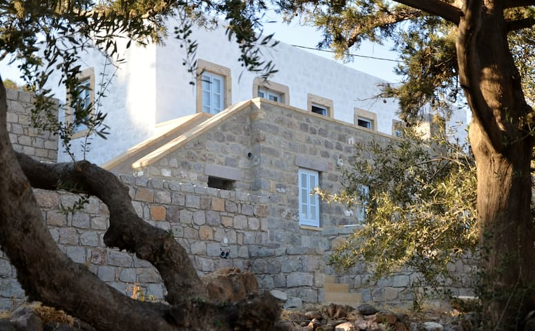 Best location in Patmos Old House - Skala - House