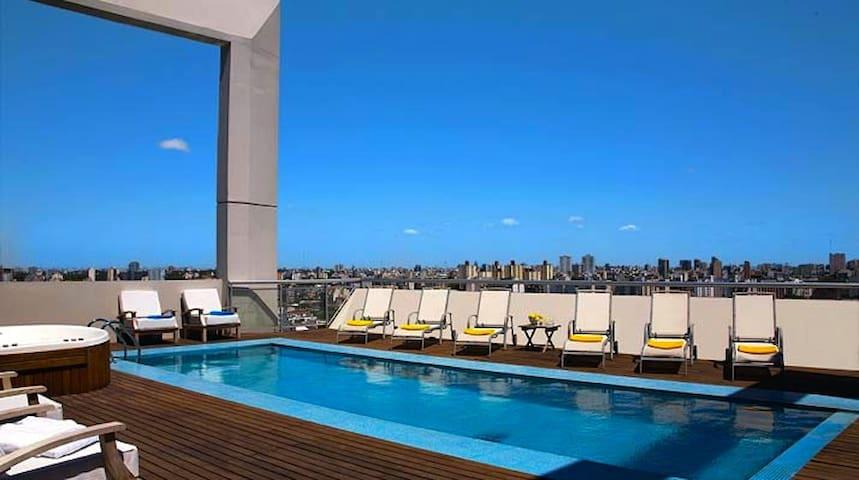 terraza con pileta, solarium y jacuzzy