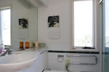 Upstairs bathroom also with sweeping views