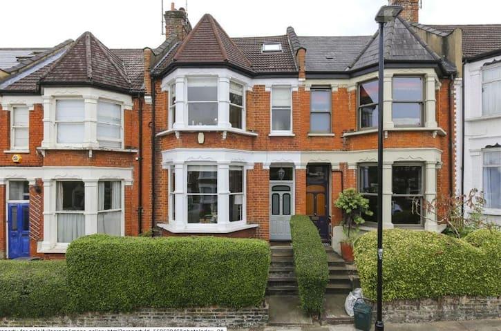 Lovely 4 bedroom family house - Alexandra Palace - Londres - Casa