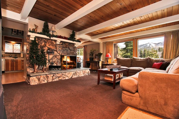 Big bear lake haven gameroom spa houses for rent in for Cabin cabin vicino a big bear ca