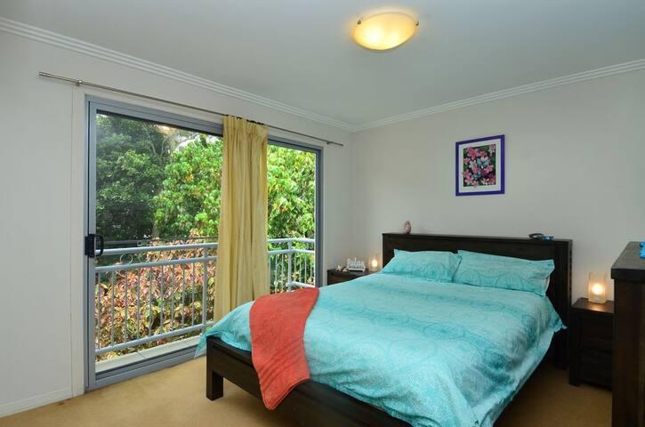 Deluxe Queens size bed