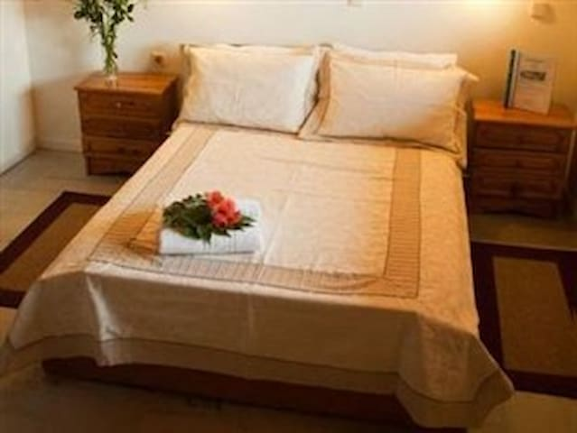 Jo Marinis Rooms - Archea Korinthos - Bed & Breakfast