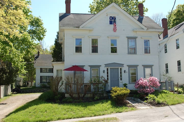 36 Main St Apartment #1 2BR - Castine - Apartament