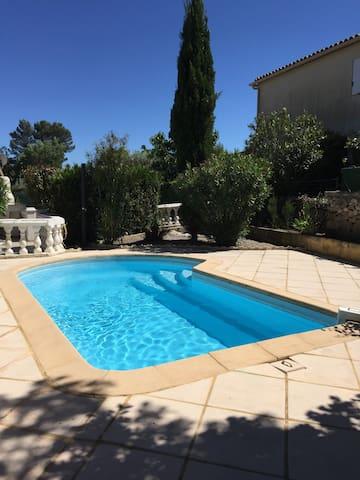 Joli studio en Provence.