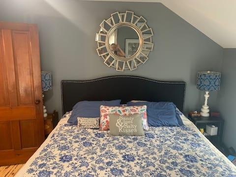 Birds Nest Condo in the heart of Ellicottville