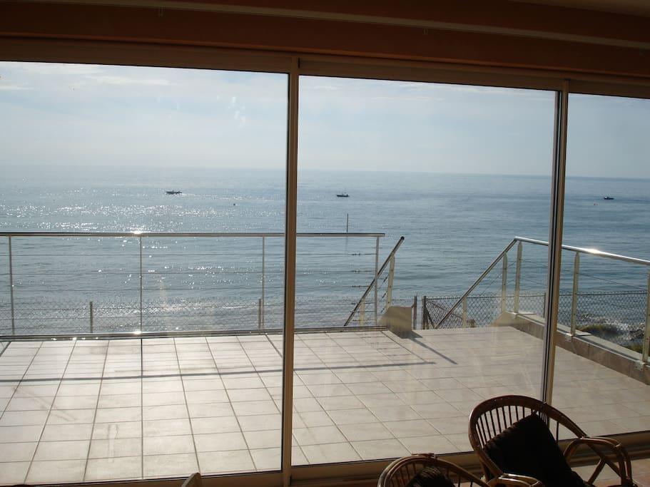 Terrasse ouest avec vue sur l'ile de Jersey.
