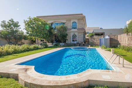 Great room in charming villa to let - Al Barsha 3 - Villa