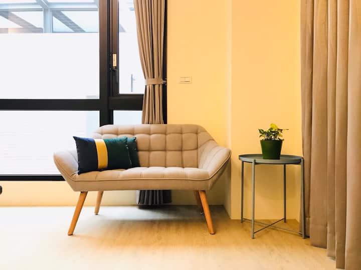 【全新|歡迎外商短期月租】北歐雙人套房|設備齊全、獨立衛浴、近市中心、安平、鬧中取靜。