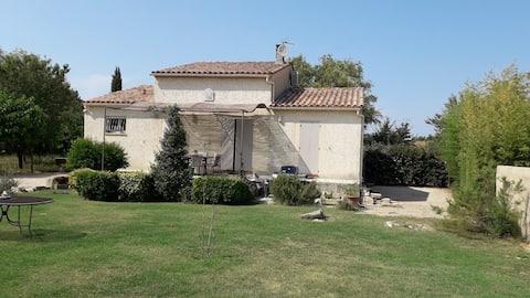 chambre privée dans villa aux portes d'Arles