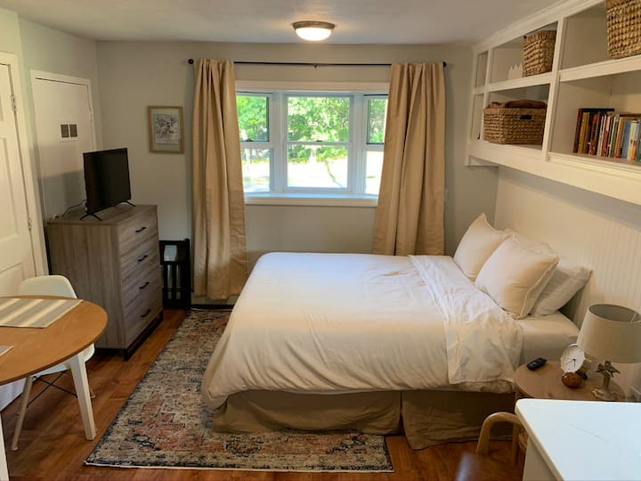 Cozy West Peabody Guest Suite