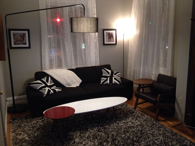Spacious Albert st 1 Bed Downtown