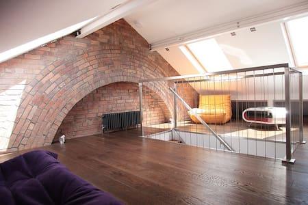 Beautifully Designed Old Town House - Swindon - Talo