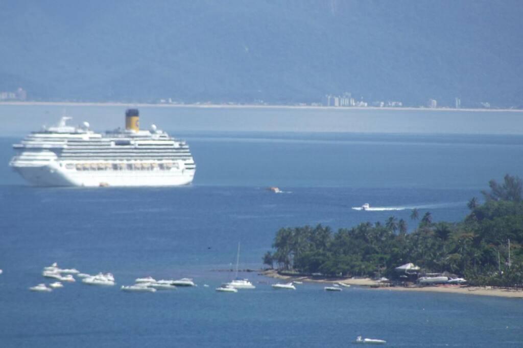 Navios de turismo na Ilhabela