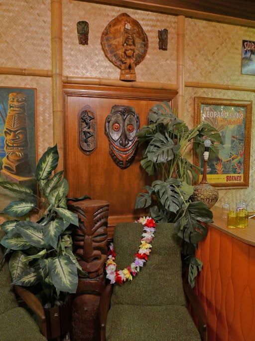 Tiki Calypso Bar/kitchenette