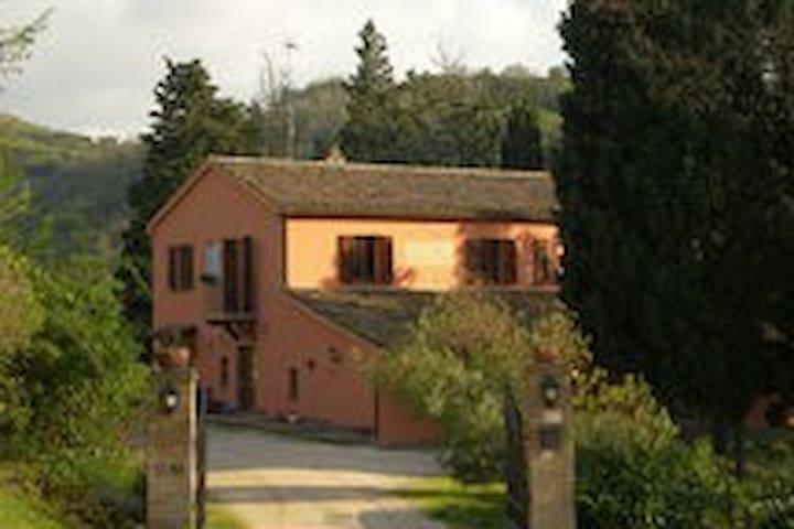 LA NOSTRA OASI DI PACE-CAMERA STELL - Urbino - Inap sarapan