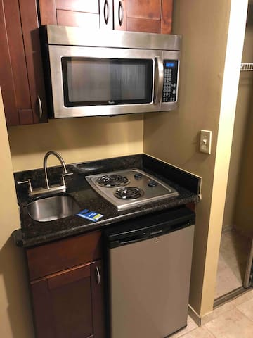 Exceptional Downtown Apt. Great Spot! w/ Parking