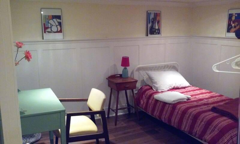Single,small room. great area/house - Philadelphia - Hus