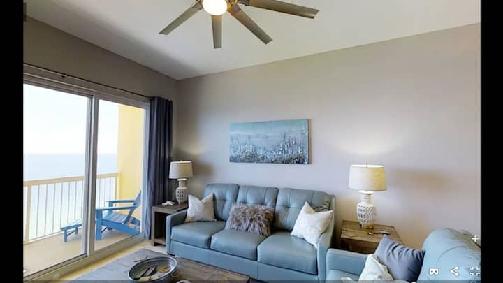 Calypso Beachfront Penthouse, 3 bedrooms sleeps 8!