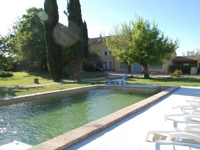 """Les Cyprès"", (10 pers: 6 ad + 4 kids), WIFI, Air-cond, BBQ, bikes, Pool - Caderousse"