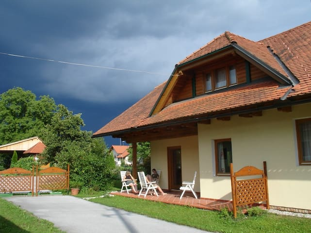 Rooms & Apartment - Radomlje - Bed & Breakfast