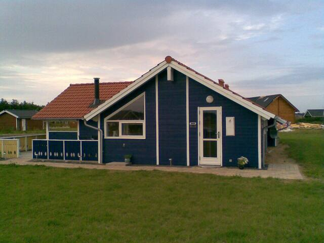 Sommerhus nær Bork Havn. Husdyr ok. Sauna og spa. - Hemmet - Cabana