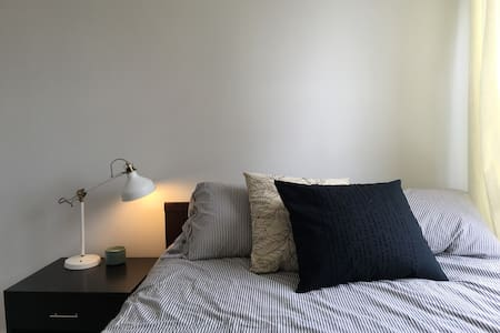 Private Room and Bathroom in Bright Apartment - Brooklyn - Apartment