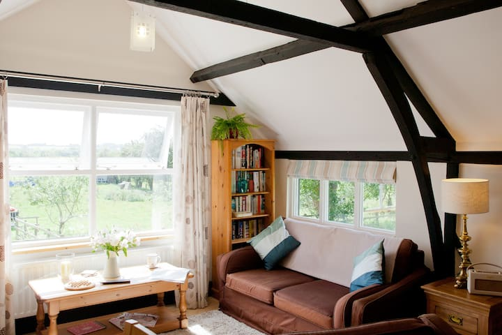 Idyllic Oxfordshire Village Barn - Long Wittenham - Apartamento