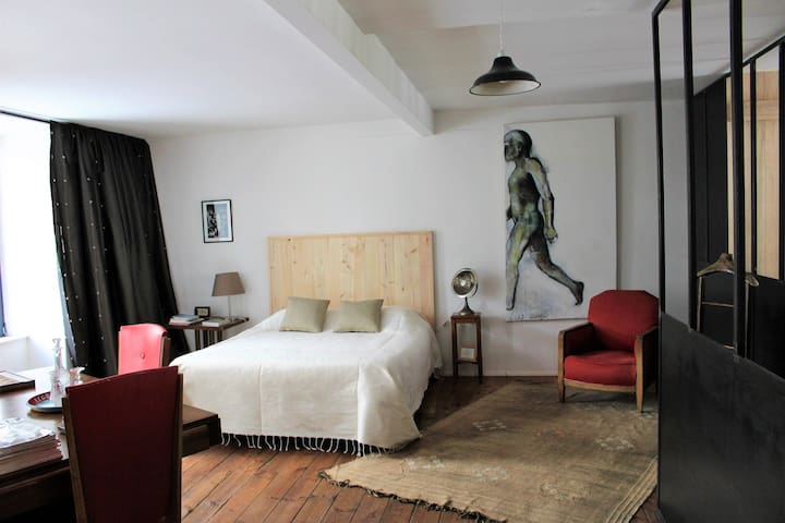Large private bedroom in Aubrac