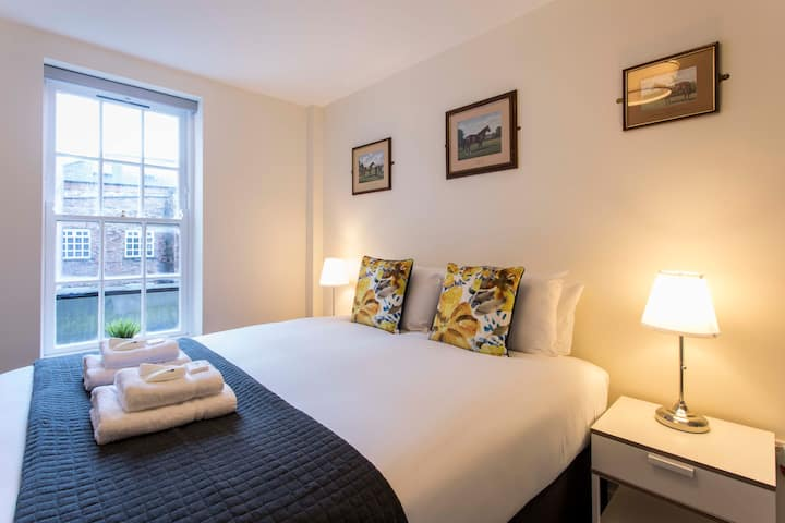 BEAUTIFUL 2 BED APT - Temple Bar Culture Square