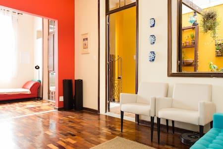 Grande e confortável quarto em Santa Teresa - Рио-де-Жанейро