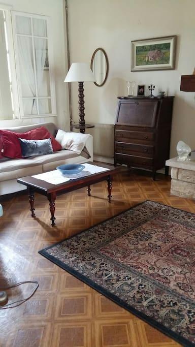Spacious sittingroom