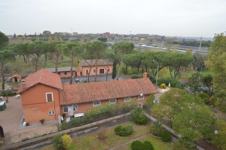 Strategic and quite in the suburbs - Rome - Appartement