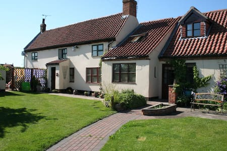 Private Ground Floor Room. Near Sherwood Forest. - Walesby - Casa