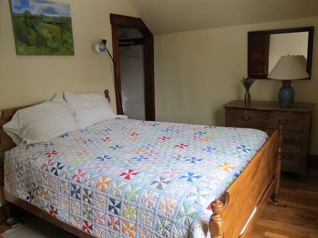 Bedroom, quiet home, near downtown - Montpelier - House