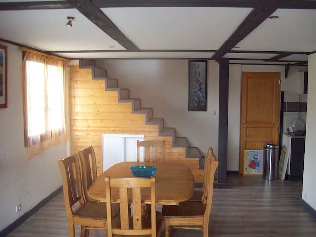 Maison à 3 km de la plage - Ambon - Maison