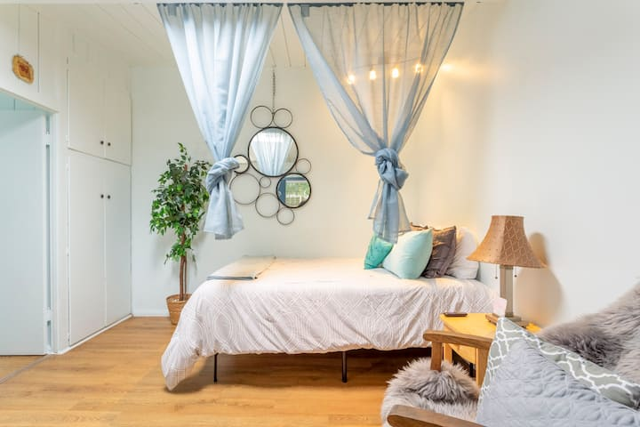 OB Cozy Cottage 7 - ONLY 3 BLOCKS TO THE BEACH!🏝