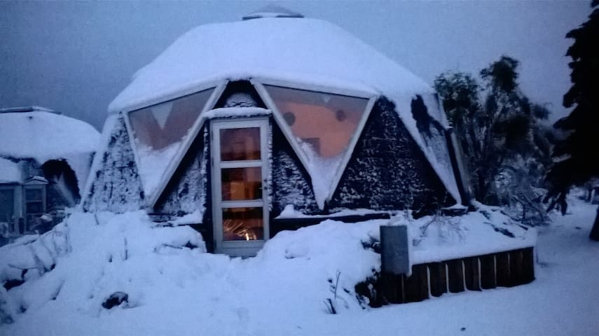 Dome in the Ecovillage Dyssekilde. - Hundested