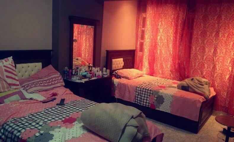 Nice Room in quite & elegant apartment