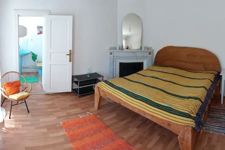 Nice calme room in a beautiful house - Donazac - Villa