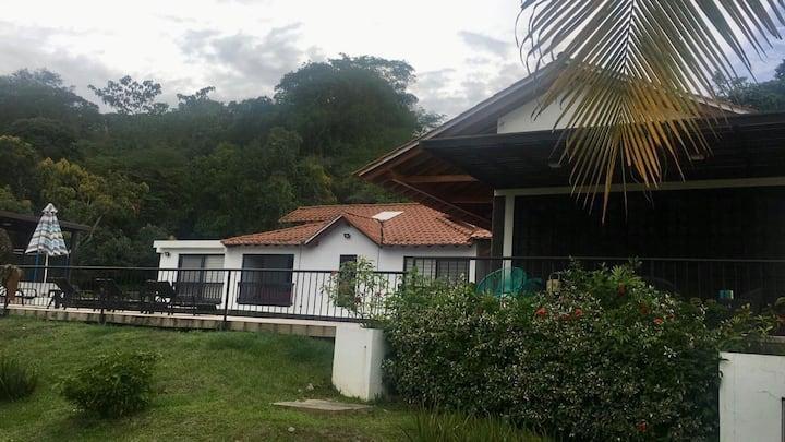 Casa Campestre en condominio rodeada de naturaleza