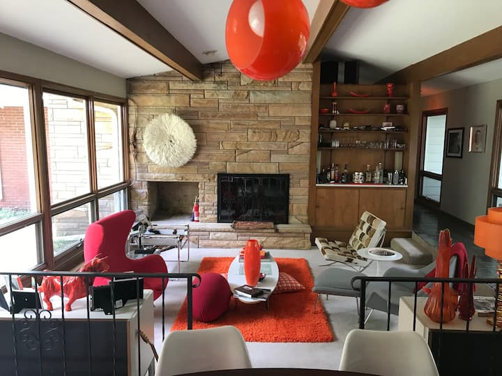 mid-century dream house go back in to a mod time