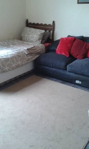 cosy single room 20 mins  walk to town - County Durham