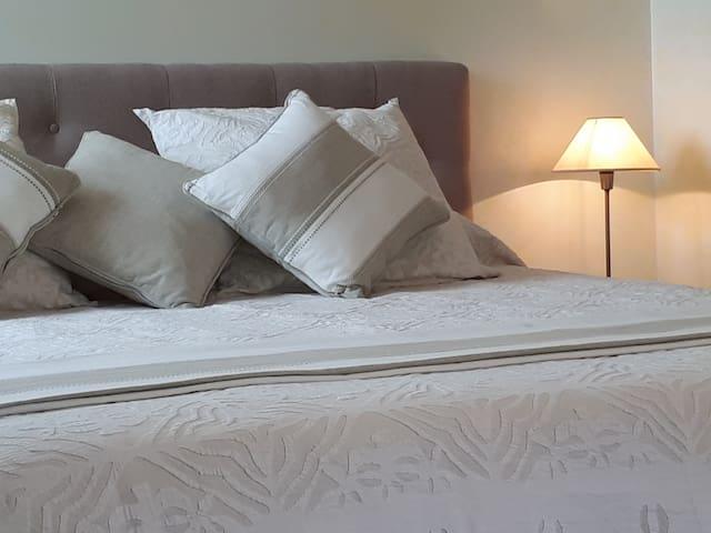 Belle chambre cozy avec jacuzzi privatif Orléans