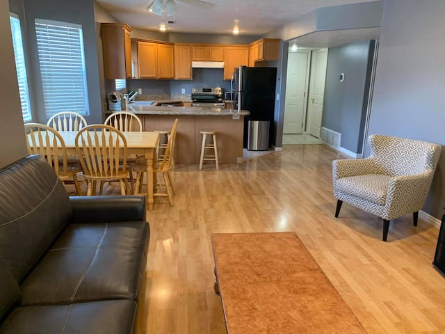 Entire Condo - Orem - sleeps 6 - Near UVU & Provo
