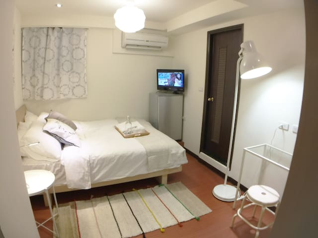 Clean, Modern Studio Y- 2min walk from Ximen MRT - Wanhua District - Pis
