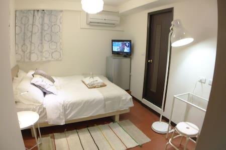 Clean, Modern Studio Y- 2min walk from Ximen MRT - Distrik Wanhua - Apartemen
