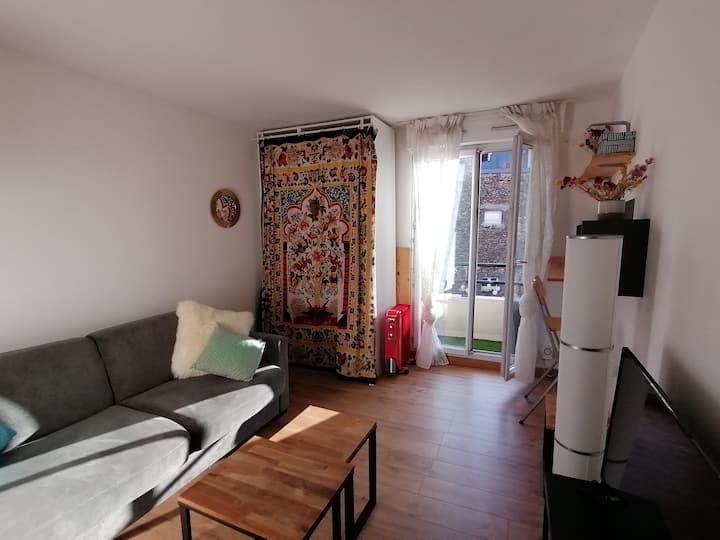 Charmant studio avec balcon